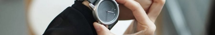 The LunaR Smartwatch Is The World's First Solar Powered Smartwatch